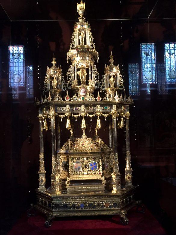 Altar in der Heilig-Blut-Basilika in Brügge
