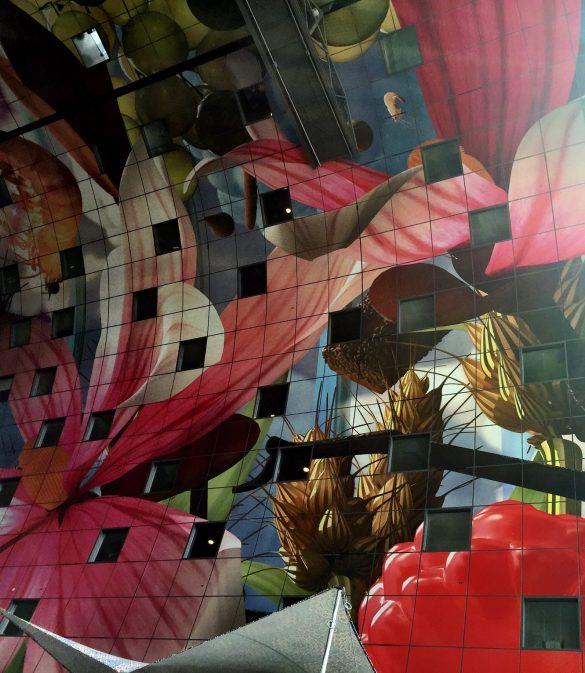 Buntes Innenleben der Markthalle in Rotterdam