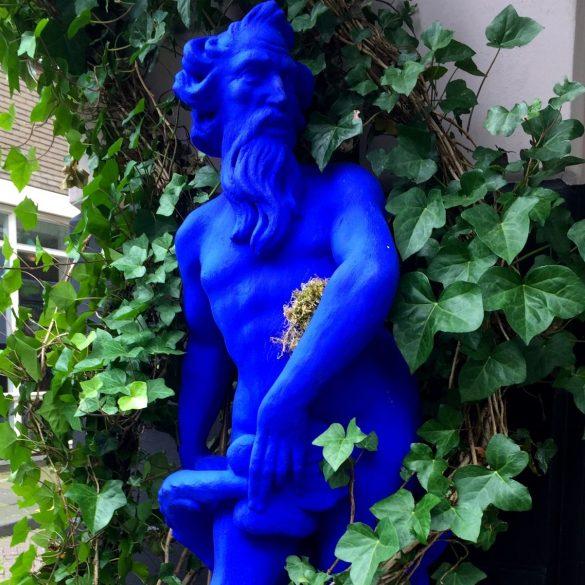 Blaue Skulptur in Rotterdam