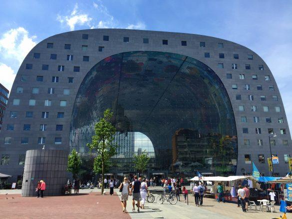Markthalle in Rotterdam in Form eines Flugzeughangar