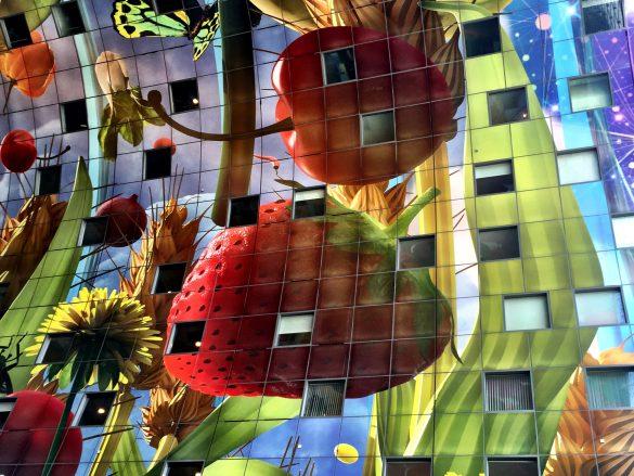 3D-bedruckte Glasplatten in den Innenbögen der Markthalle in Rotterdam