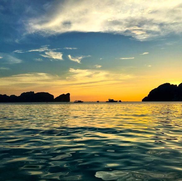 Koh Phi Phi – Traumhafte Strände und partywütige Backpacker
