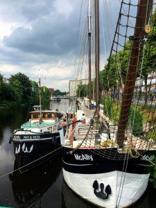 Sciffe auf den Kanälen in Groningen