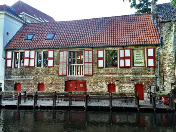 Mittelalterliches Haus am Kanal in Brügge
