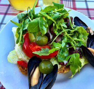 Rucola-Salat mit Miesmuscheln