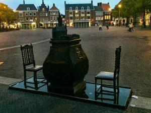 Auf dem Rathausplatz in Middelburg