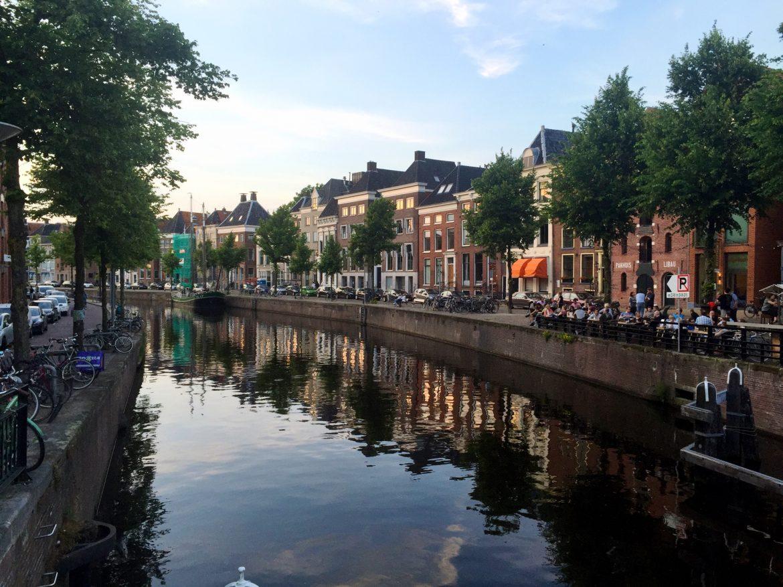 Gracht in Groningen mit vielen netten Restaurants und Cafés