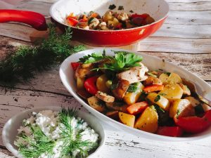 Hähnchen-Gemüse-Pfanne mit Kräuter-Dip