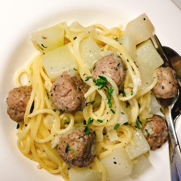 Pasta mit Kohlrabi und Thymian-Tatarbällchen