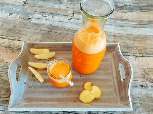 Saft aus Karotten, Apfel und Ingwer