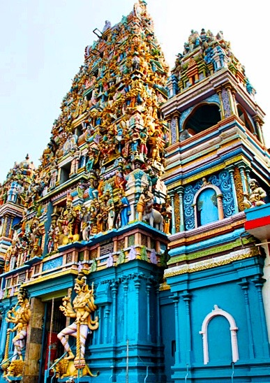 Bunter Hindu-Tempel Siva Subramaniya Kovil in Colombo