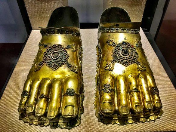 Goldene Schuhe im Nationalmuseum Colombos
