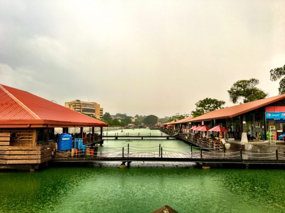 Der Pettah Floating Market auf dem Beira Lake in Colombo