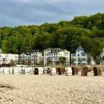 BInzer Strand mit BÄderarchitektur
