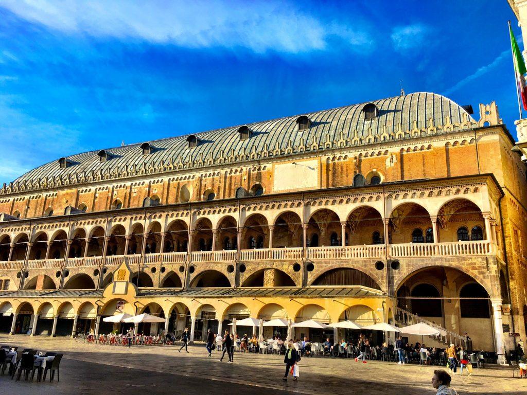 Palazzo Della Ragione in voller Länge