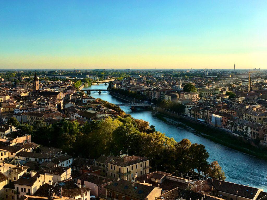 Blick über Verona und den Fluss Adige
