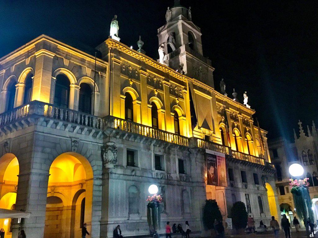 Palazzio del Bo' bei Nacht
