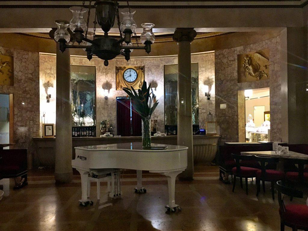 Im Inneren des Pedrocchi Cafés