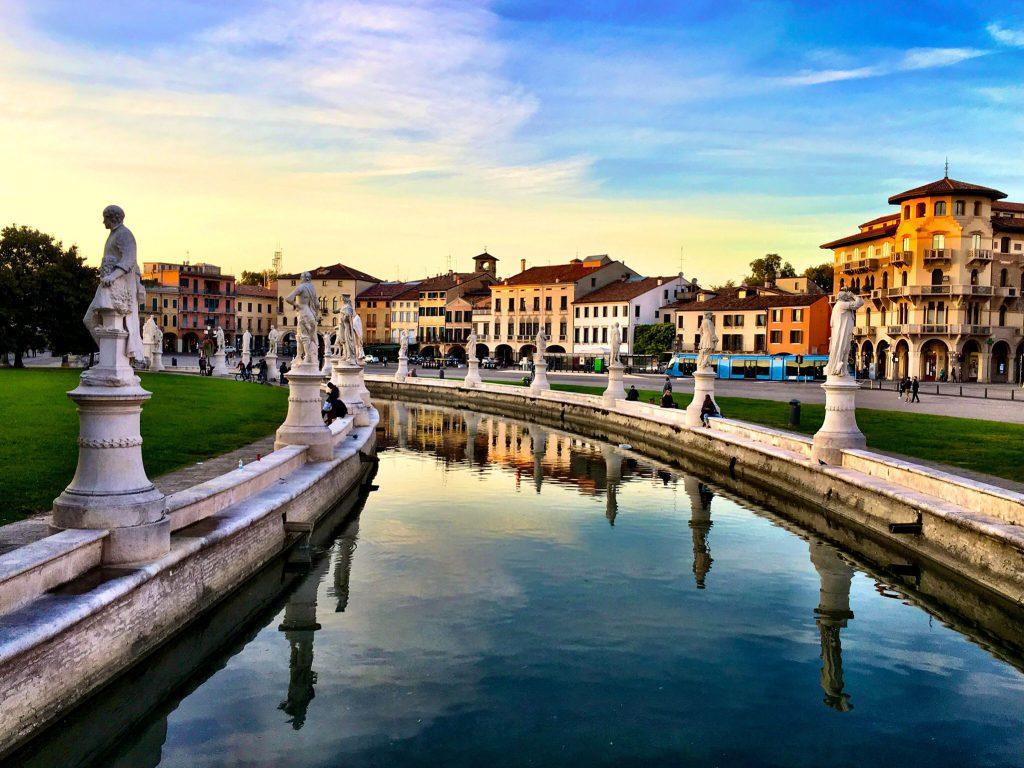 Steinstatuen aus der Geschichte Paduas