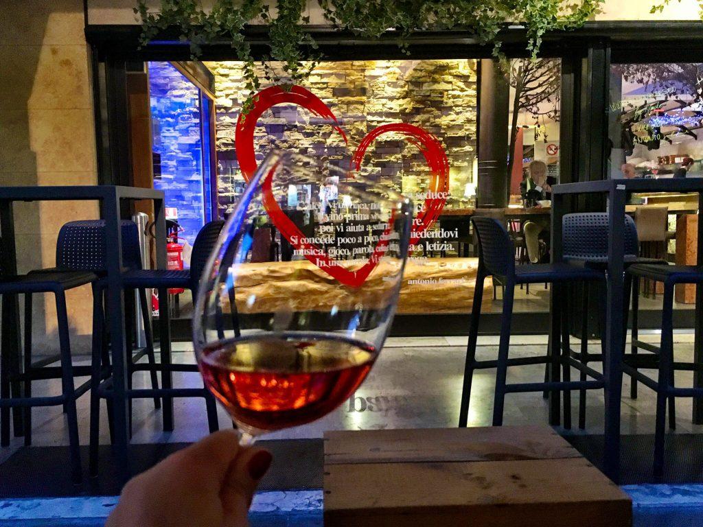 Ein Gläschen Rosé im Antonio ferrari