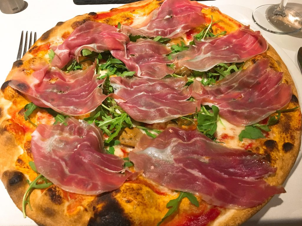 "Pizza Crudo im ""Europa"""
