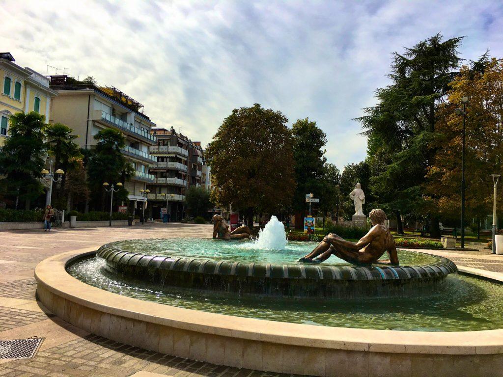 Brunnen in der Fußgängerzone in Abano Terme