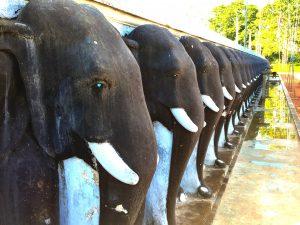 Steinelefanten an der Stupa Ruwanwelisaya