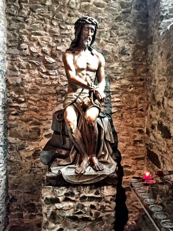 Jesus-Statue in der Heilig-Blut-Basilika in Brügge