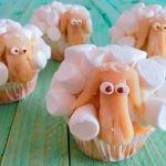Karottenmuffins im Marshmallow- Schafsgewand