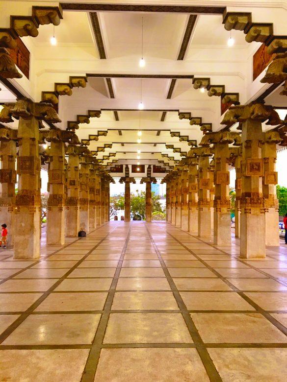 Säulenhalle Inenansicht der Memorial Hall in Sri Lanka