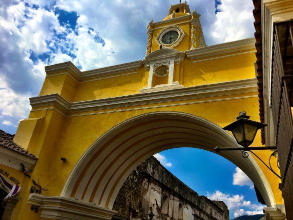 gelber Torbogen Arch St. Catalina