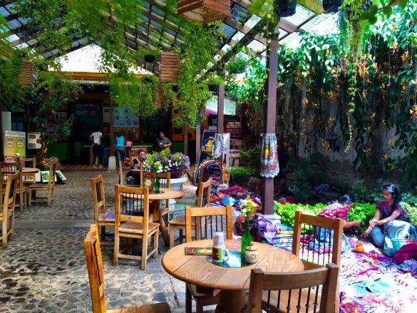 Café im Chocomuseum in Antigua, Guatemala