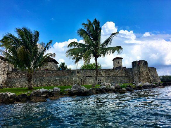 Castillo de San Felipe de Lara vom Wasser aus