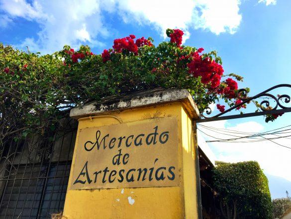 Eingang zum Mercado de Artesanias