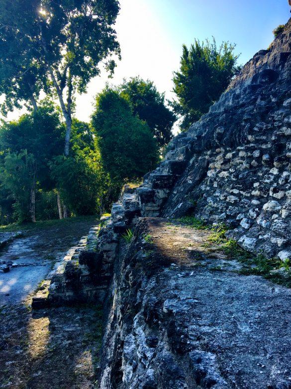 Stein Stufen bei den Ruinen in Yaxha