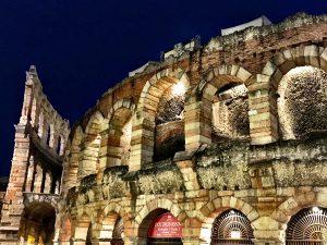 Arena die Verona bei Nacht