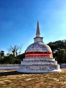Spitze auf der Stupa Thuparama