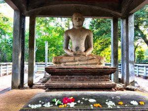 Buddha Statue im Abhayagiri Tempel
